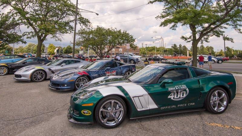 Fyra Chevrolet korvetter, inklusive 2010 en bil för hastighet för Brickyard 400 för tusen dollarsport NASCAR, Woodward drömkryssn arkivfoto
