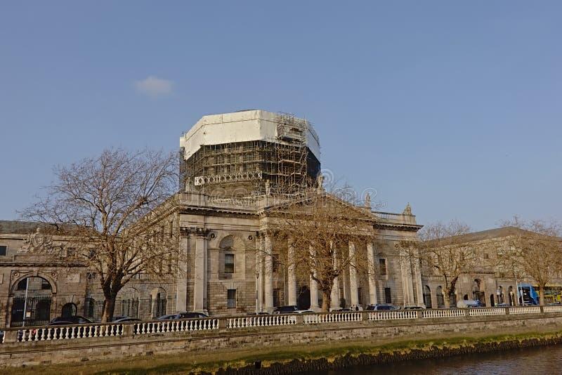 Fyra domstolar under renovering, Dublin arkivbilder