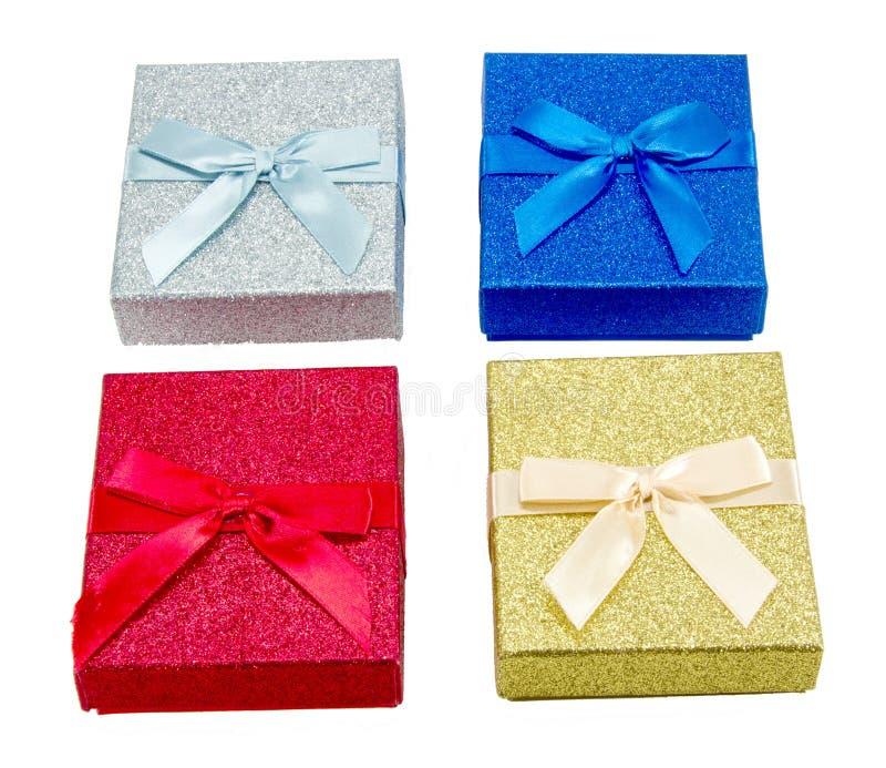 Fyra färgrika julgåvaaskar royaltyfria foton
