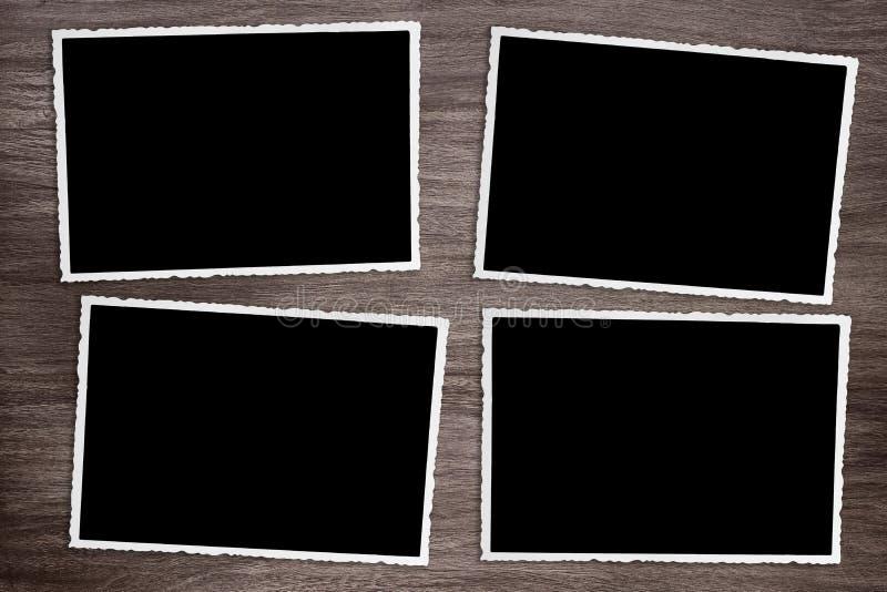 Fyra gamla tappningfoto på träbakgrund royaltyfria foton
