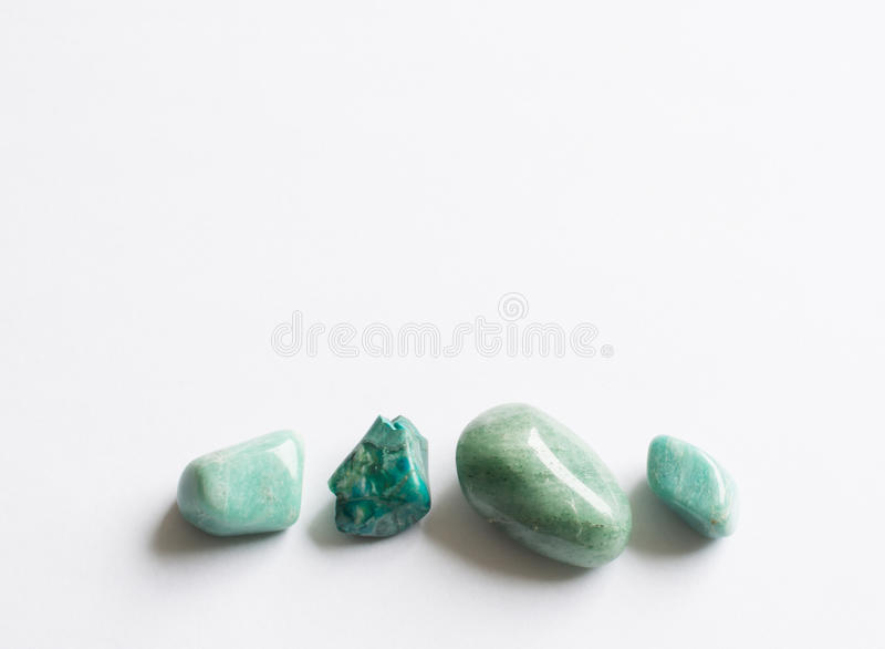 Fyra gröna halv-dyrbara stenar royaltyfri fotografi