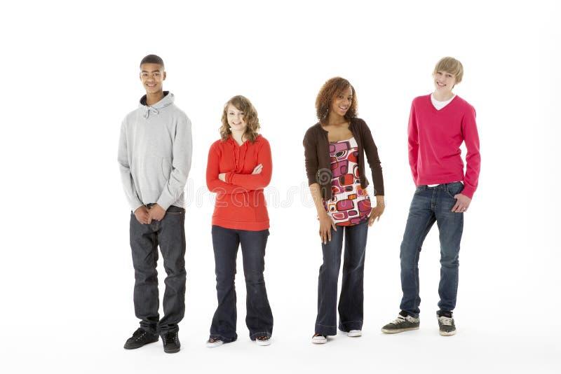 fyra gruppstudiotonåringar royaltyfri bild
