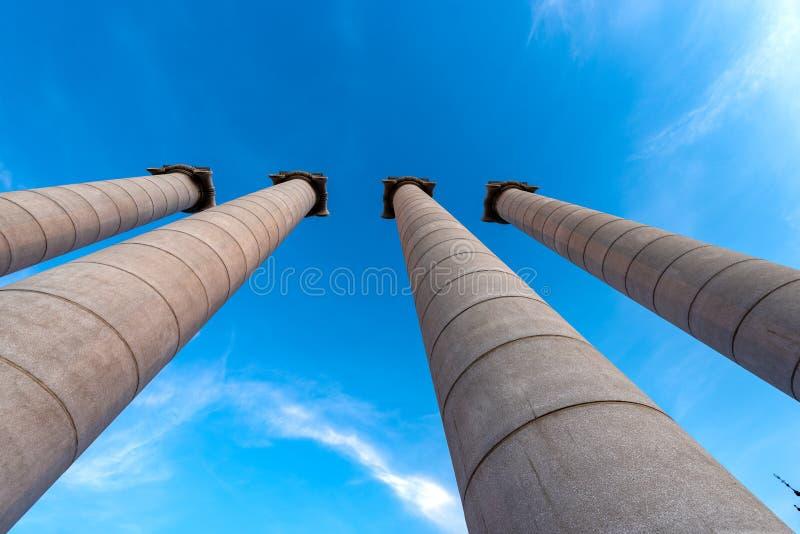 Fyra kolonner med joniska huvudstäder - Barcelona Spanien royaltyfria foton