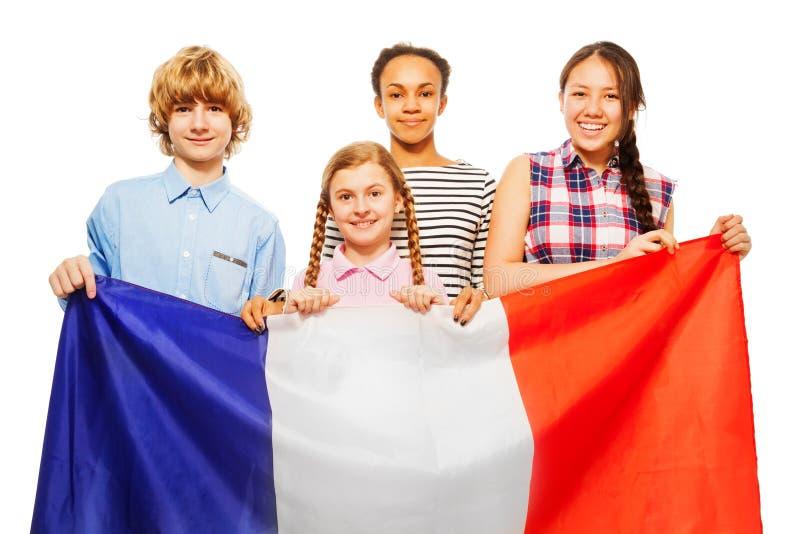Fyra lyckliga multietniska studenter från Frankrike royaltyfri foto