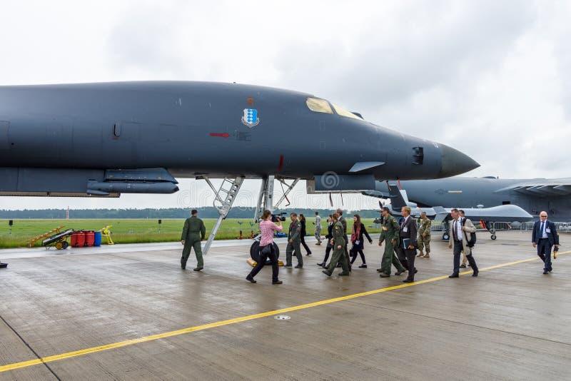 Fyra-motor en supersonisk variabel-svep vinge, stråle-driven bombplanRockwell B-1B för skurkroll strategisk lansiär fotografering för bildbyråer