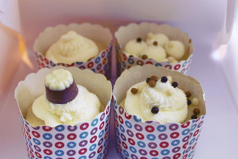 Fyra nya smakliga vaniljmuffin royaltyfria bilder