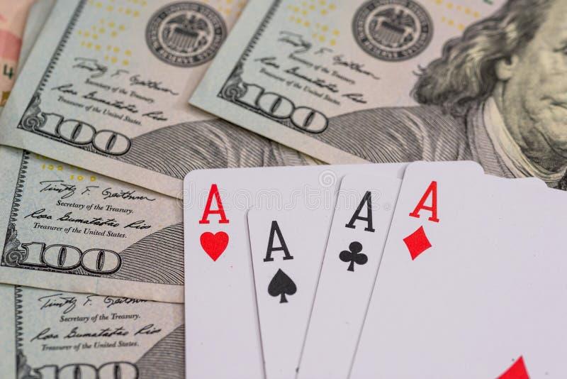 Fyra pokeröverdängare med dollaren royaltyfria bilder