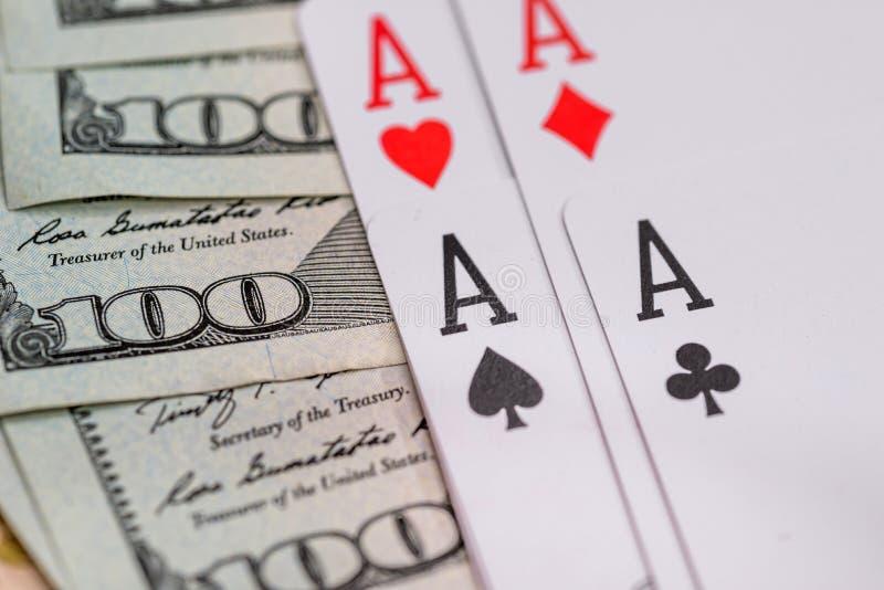 Fyra pokeröverdängare med dollaren arkivfoto