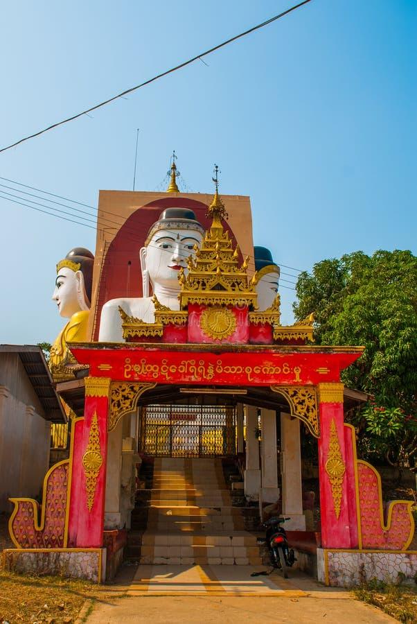 Fyra statyer av sammanträdeBuddha PagodKyaikpun Buddha Bago Myanmar burma arkivbild