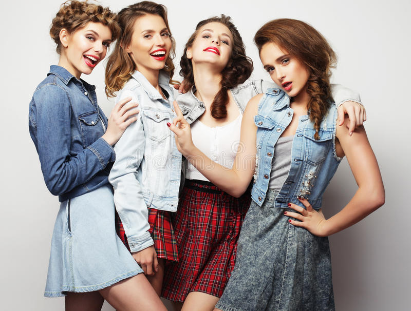 Fyra stilfulla sexiga flickabästa vän arkivbilder