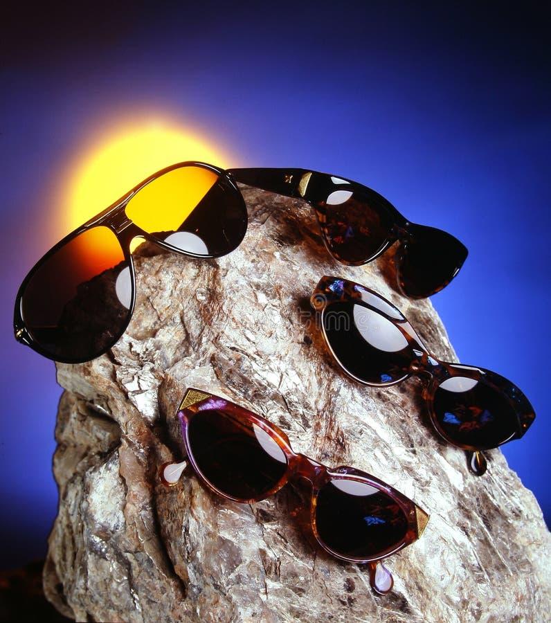 fyra trevliga over stensolglasögon arkivfoto