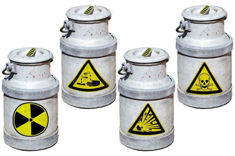 Fyra trummor med farlig avfalls arkivfoton