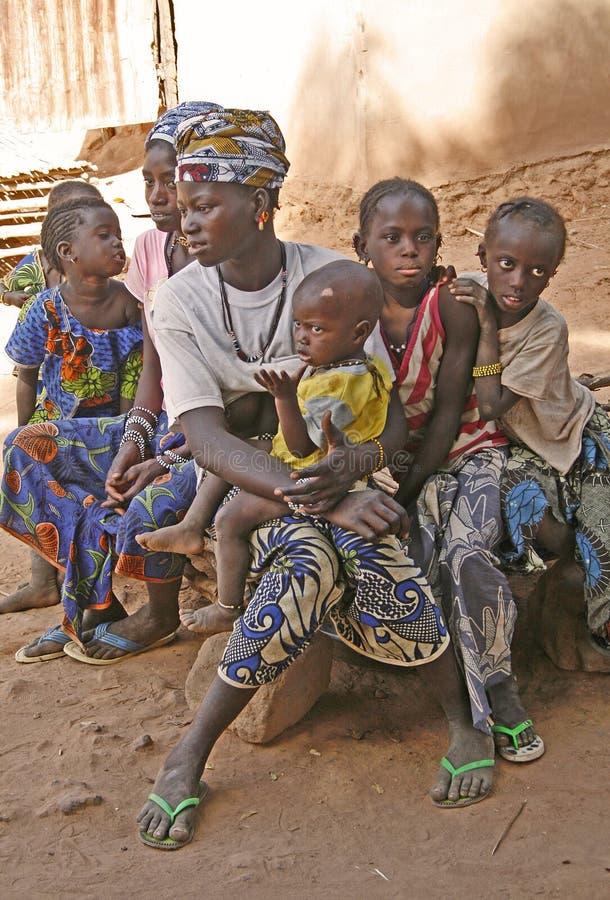 fyra ungar tre fruar royaltyfri foto
