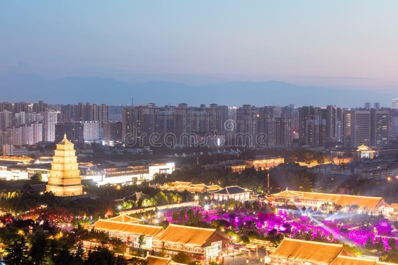 Fyrkant för Xian lös gåspagod på natten arkivbild