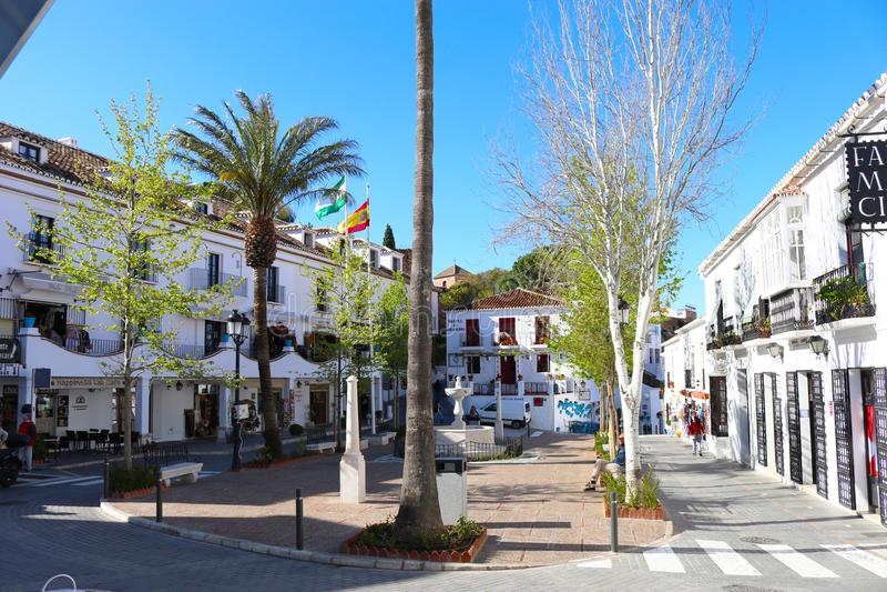 Fyrkant i den Mijas puebloen, Spanien royaltyfria bilder