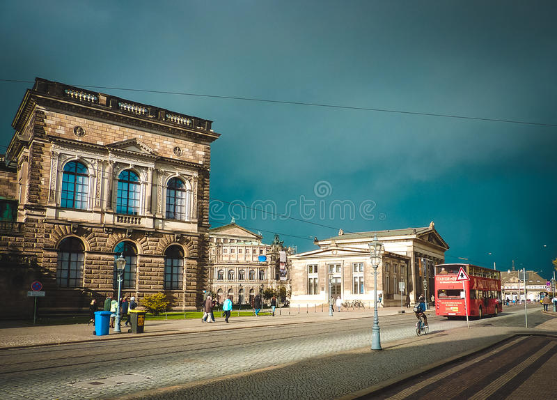 Fyrkant med gamla byggnader dresden germany arkivfoto
