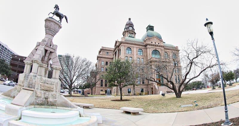 Fyrkant på den Tarrant County domstolsbyggnaden, Fort Worth Texas arkivbild