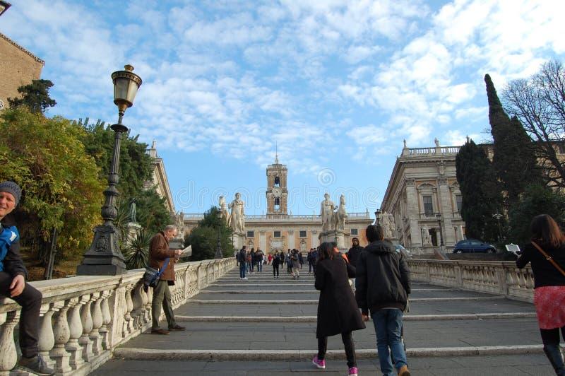 Fyrkanter och gator av Rome, Italien Historiskt arv för värld royaltyfria foton