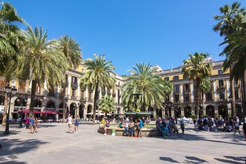 Fyrkantig Plaza för kunglig person som är verklig i Barcelona, Spanien royaltyfri fotografi