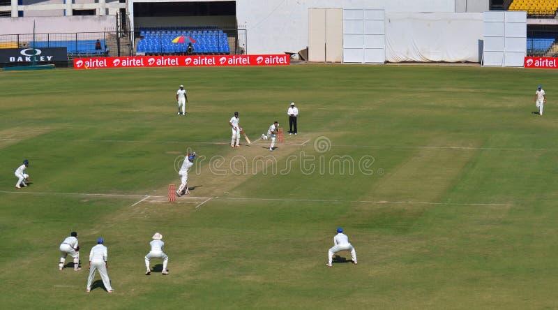 Fyrkantigt drev under match för Ranji trofésyrsa royaltyfri foto