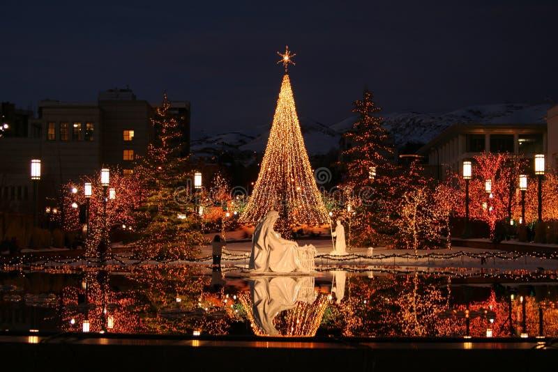 fyrkantigt tempel för jullampor arkivfoton