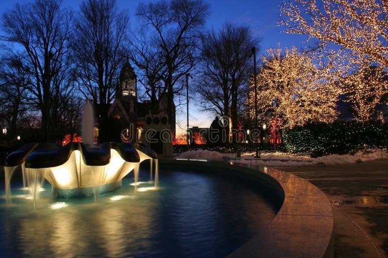 fyrkantigt tempel för jullampor fotografering för bildbyråer