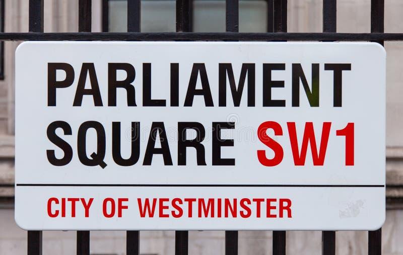 Fyrkantigt vägmärke för parlament arkivbild