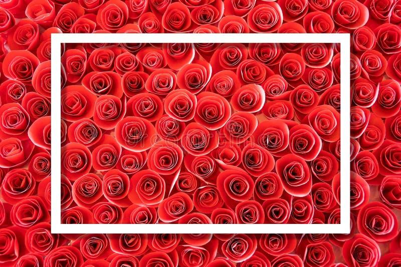 Fyrkantramen, den idérika orienteringen gjorde härligt blompapper rött steg bakgrund med anmärkningen för vitbokkortet stock illustrationer
