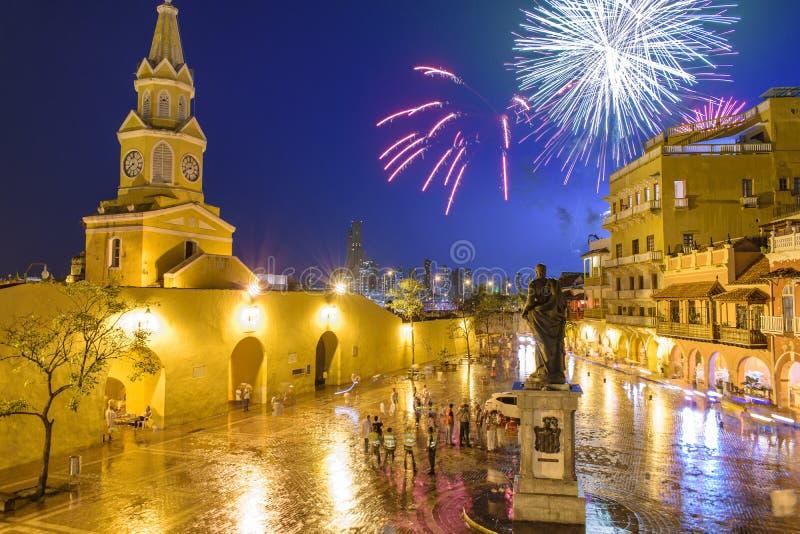 Fyrverkerier över den gamla staden av Cartagena, Colombia arkivfoto