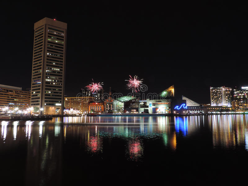 Fyrverkerier över i stadens centrum Baltimore royaltyfri bild