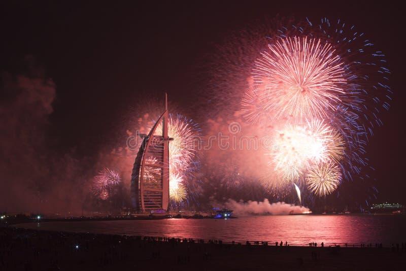 Fyrverkerier Dubai för nytt år arkivbild