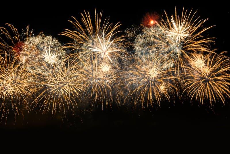 Fyrverkerier för beröm för nytt år guld- arkivfoton