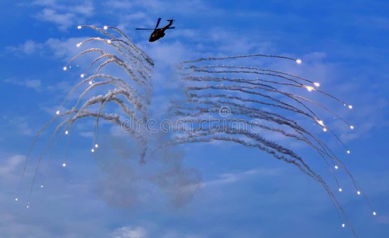 Fyrverkerier från helikoptern royaltyfria bilder