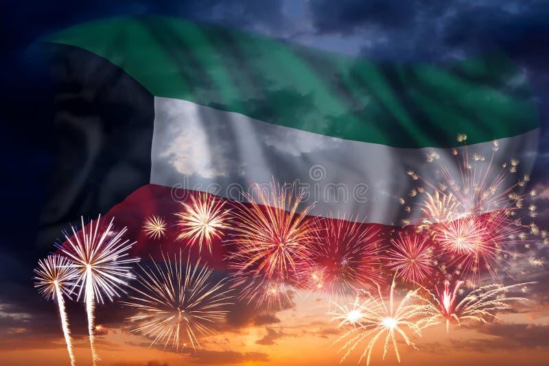 Fyrverkerier och flagga av Kuwait royaltyfri foto