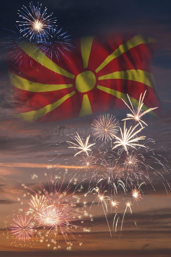 Fyrverkerier och flagga av Makedonien vektor illustrationer