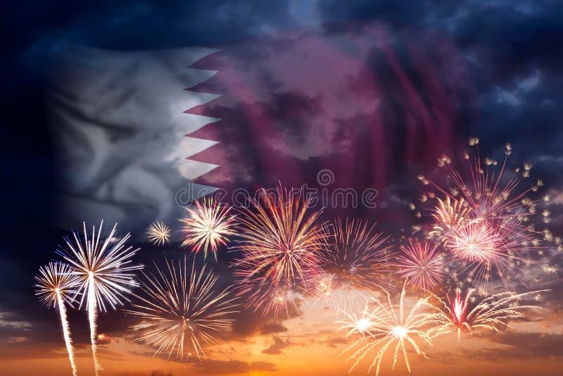 Fyrverkerier och flagga av Qatar stock illustrationer