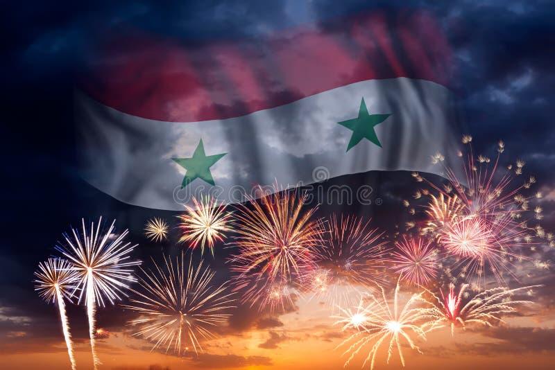 Fyrverkerier och flagga av Syrien stock illustrationer