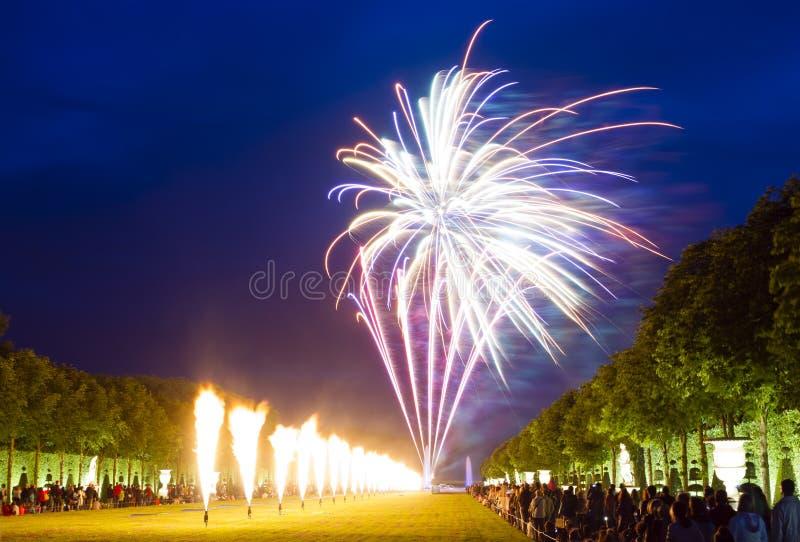 Fyrverkerier på chateauen de Versailles, Frankrike royaltyfri fotografi