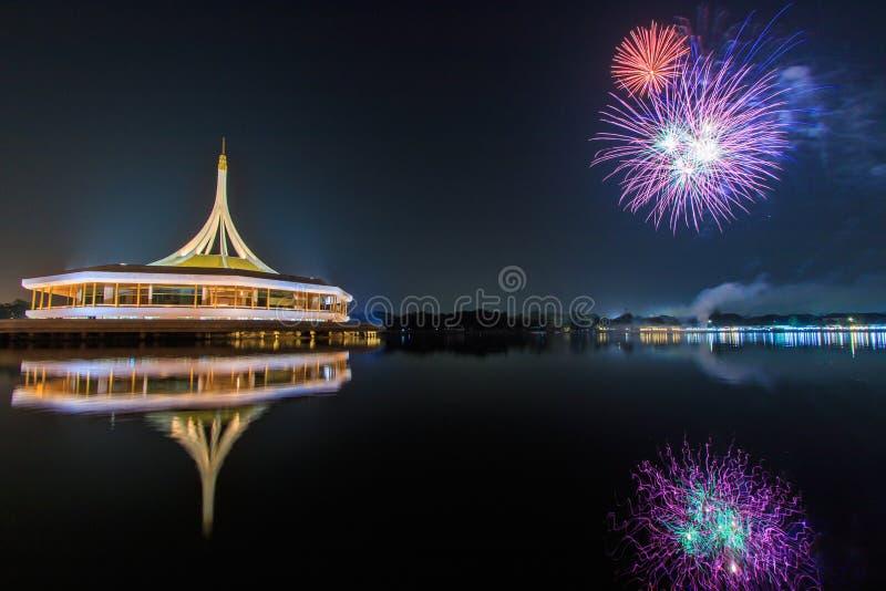 Fyrverkerier på Suan Luang Rama IX, Thailand arkivbild