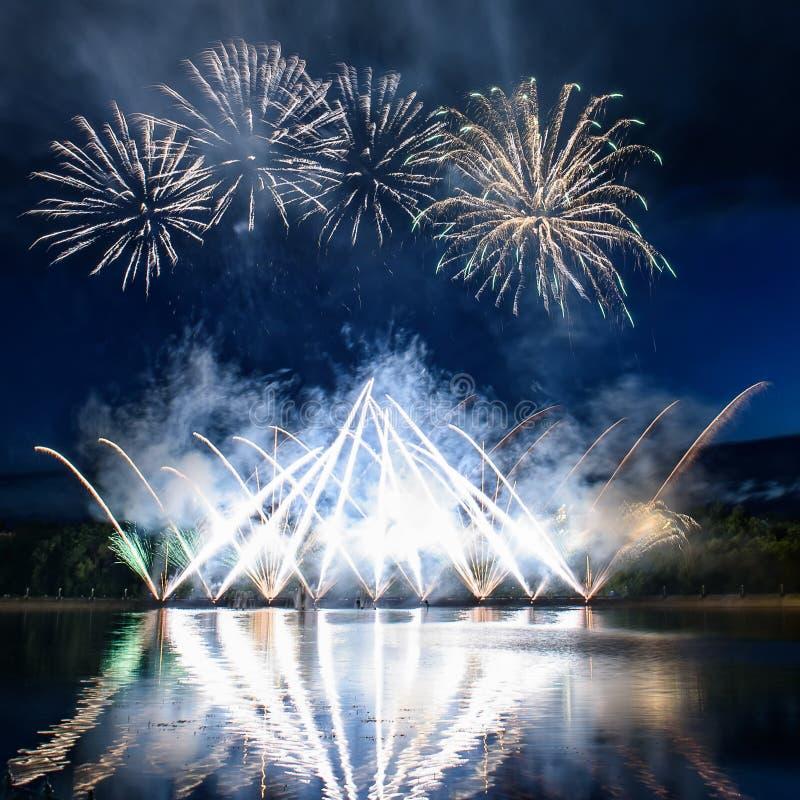 Fyrverkerier Pyrotechnic natt arkivbilder