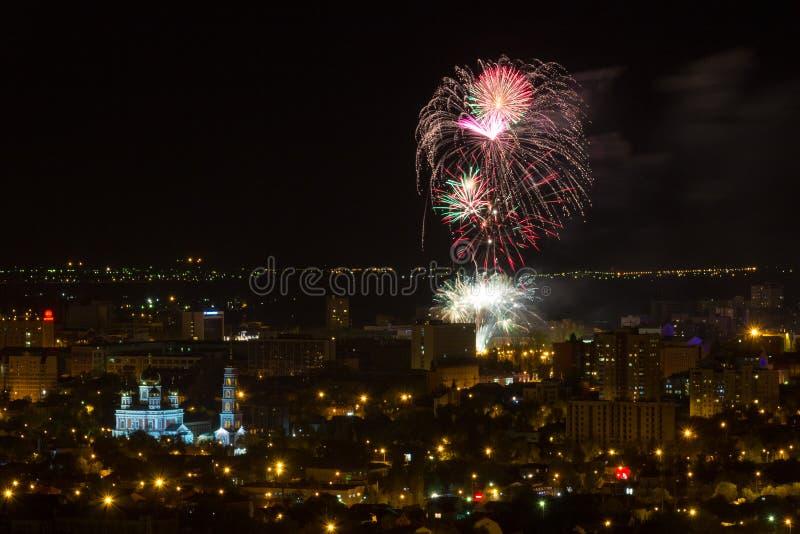 Fyrverkerier Saratov Ryssland Maj nio royaltyfri fotografi