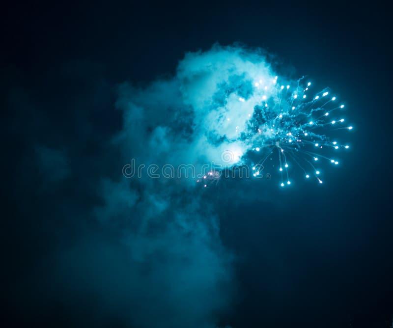Fyrverkeriexplosion royaltyfri foto