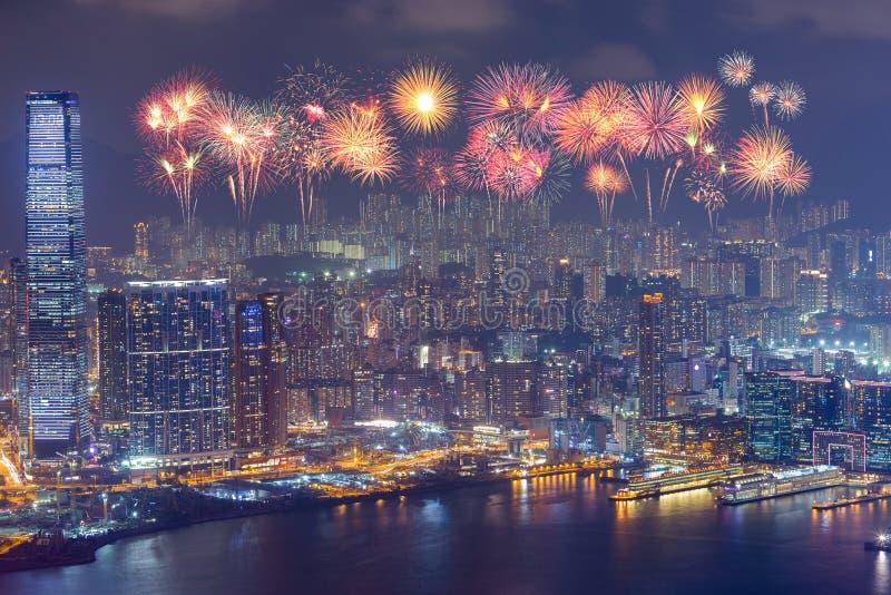 Fyrverkerifestival över den Hong Kong staden på natten arkivfoton