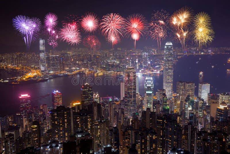 Fyrverkerifestival över den Hong Kong staden på natten royaltyfri fotografi
