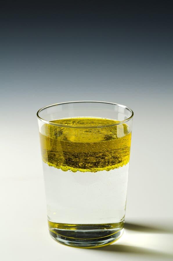 fysik Immiscible vätskor, olja och vatten 4 av 4 bildserie royaltyfri foto
