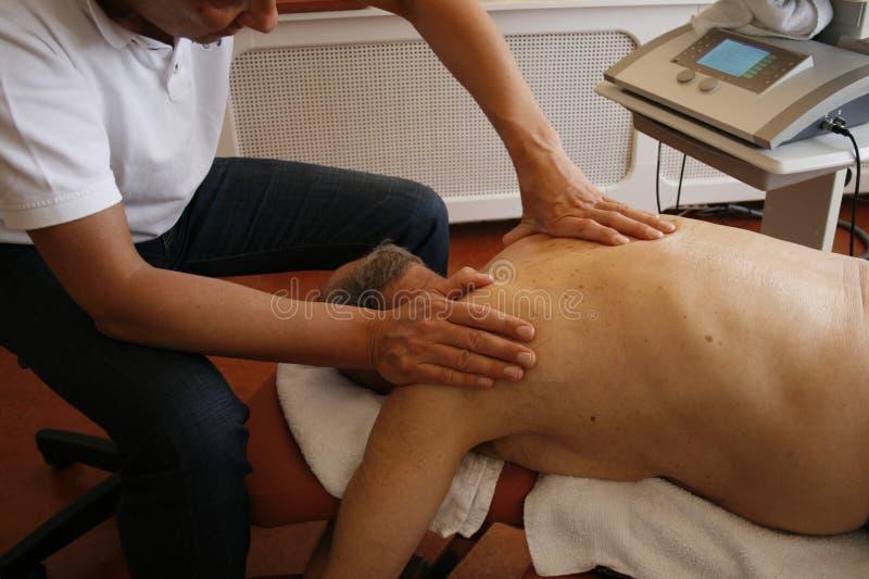 Fysiotherapie op schouder royalty-vrije stock fotografie
