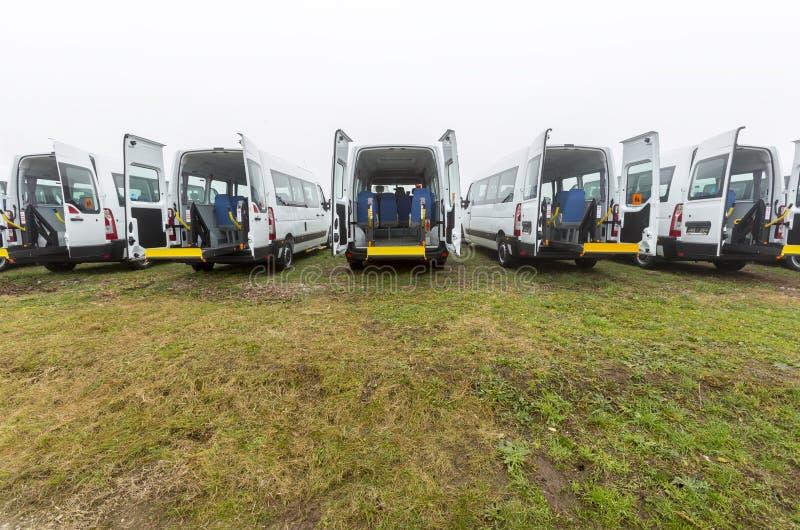 Fysisch gehandicapte minibus stock foto's