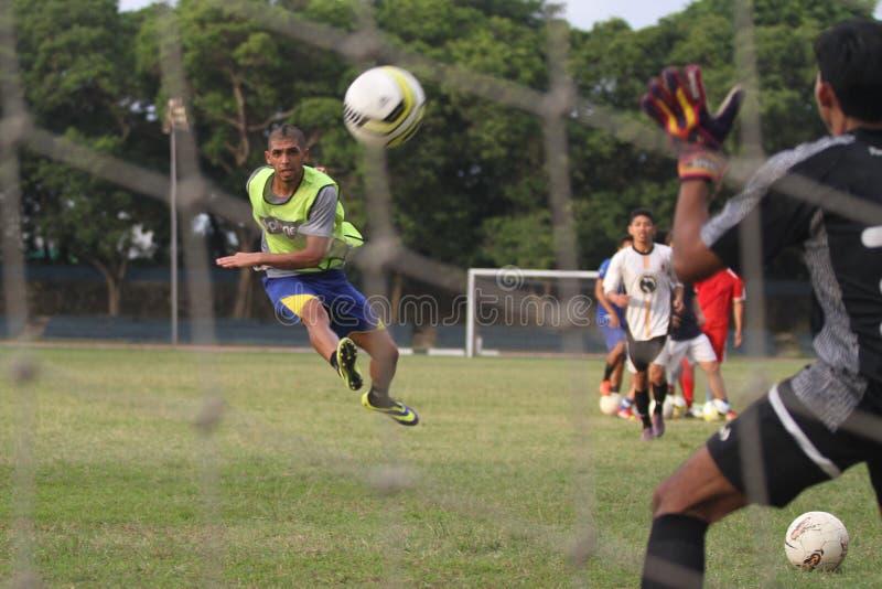 Fysisk kondition för fotbollsspelare Persis Solo arkivfoto