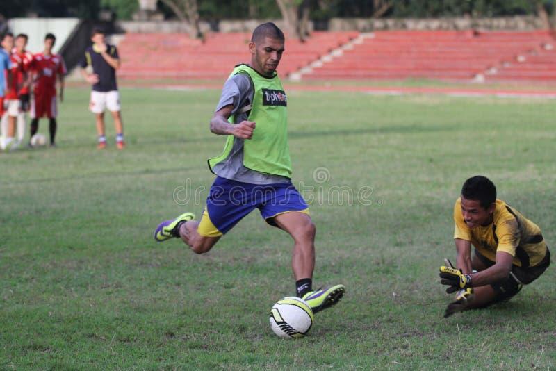 Fysisk kondition för fotbollsspelare Persis Solo royaltyfri foto