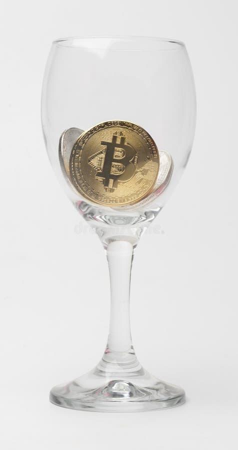 Fysisk version av Bitcoin nya faktiska pengar arkivfoton